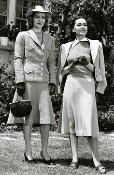 Jane Wyman and Maureen O'Sullivan 1938 Fashion, Vintage Fashion, 1940's Fashion, Fashion Styles, Fashion Rings, Retro Fashion, Fashion Dresses, Twiggy, Victoria Beckham