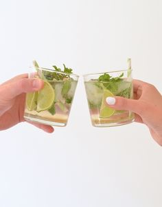 Cocktail O' Clock Mojito Mojito, Smoothie Drinks, Smoothies, Cocktail Drinks, Cocktails, Food To Make, Beverages, Food And Drink, Tableware