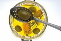 SET 2 CUCHARAS COLADORA. Recoge lo importante para usted mientras cocina o toma alimentos, dejando que fluya el líquido no deseado de nuevo a la olla, al plato o al tarro.   Diseño: Ferran Adrià y Luki Huber    Material: 18/10 de acero inoxidable, forjado, acero inoxidable, acabado pulido espejo, aptas para el lavavajillas   SET: 2 cucharas con agujeros Embalaje: embalaje de regalo de alta calidad   faces by Ferran Adria   ET 2 CUCHARAS COLADORA - 39.00 € INCLUYE: IVA Y PORTES (para España)