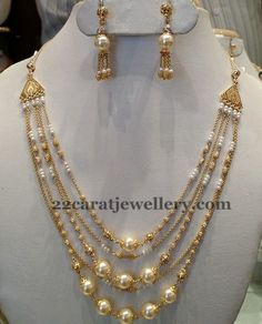 Jewellery Designs: 5 Rows Pearl Necklace i love that Pearl Necklace Designs, Pearl Jewelry, Indian Jewelry, Wedding Jewelry, Beaded Jewelry, Gold Jewelry, Pearl Necklaces, Pearl Choker, Gold Necklace