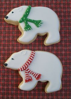Polar bears with Christmas scarves decorated sugar cut-out cookies. (sugar cookies with frosting families) Bear Cookies, Galletas Cookies, Fancy Cookies, Iced Cookies, Cute Cookies, Royal Icing Cookies, Cupcake Cookies, Cupcakes, Christmas Sugar Cookies