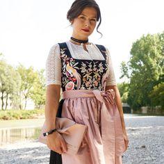 TOP 5 DIRNDL STYLING TIPPS VON DESIGNERIN TANJA • Hallhuber - Styleblog ❤❤ Folk Costume, Costumes, Designer, Concept, Street Style, Tops, Casual, Clothing, Fabric