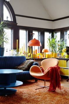 desire to inspire - desiretoinspire.net - Dose of colour (like the dark trim with high ceilings)