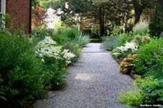 bordure-jardin-contemporain-avec-garden-by-matthew-cunningham-landscape-design-llc.jpg (990×660)