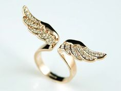 Angel wings ring- so cute! i want!