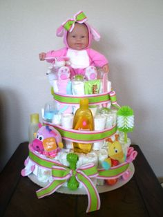 baby diaper cake- wish i got one for my baby shower....maybe next one