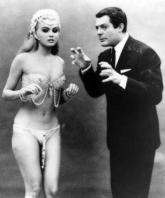 Pamela Tiffin and Marcello Mastroianni in Oggi, domani e dopodomani, 1965