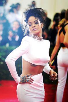 Rihanna sulia.com/...