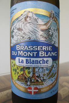Cerveja Blanche du Mont Blanc, estilo Witbier, produzida por Brasserie du Mont Blanc, França. 4.7% ABV de álcool.