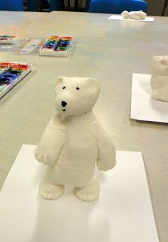 Art therapy activities clay These might just be the cutest little creatures Ive seen my kids create! We used model magic to create the polar bears after discussing d. Winter Art Projects, Winter Crafts For Kids, School Art Projects, Art For Kids, Kid Art, Model Magic, Art D'ours, Classe D'art, Clay Bear