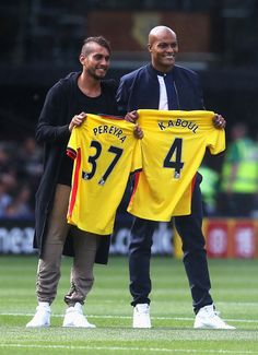 c3359e68f0a (L) Roberto Pereyra of Watford and (R) Younes Kaboul of Watford are