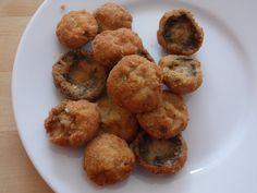 Ismerős a helyzet, amikor sok kis apró gombát, vagy csirkefalatkát kell panírozni? 1 kg apró csiperkegomba vagy csirkemell panírozása 5 perc alatt,... Hungarian Recipes, Muffin, Yummy Food, Dining, Breakfast, Ethnic Recipes, Veggies, Gastronomia, Cooking Recipes
