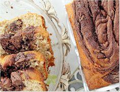 Receita facil de bolo de banana com iogurte mesclado com chocolate meio amargo e nozes