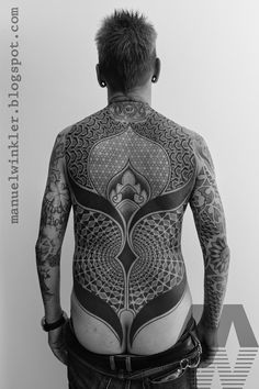 MANUEL WINKLER : Black & Dotwork Tattoos