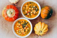 Garbanzos con acelgas y calabaza un plato reconfortante y muy nutritivo, rico en vitaminas, minerales y fibra. Es ideal para los días fríos.