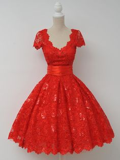 Vintage V-neck Cap Sleeves Knee-Length Backless Red Lace Homecoming Dress with…