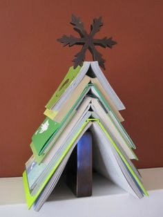 Interesting Last Minute Christmas Tree Ideas This holiday season, one of the things we are excited about is dressing up the centrepiec. Christmas Tree Made Of Books, Creative Christmas Trees, Christmas Projects, Xmas Tree, Christmas Tree Decorations, Library Book Displays, Library Cafe, Teen Library, Library Ideas