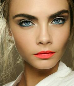 turquoise eyeliner and coral lips. love ya cara