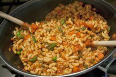 Macaroni met smac is een van de recepten die ik maakte voor de Éngele van Zitterd - Gelaen. Voor minder dan 3 euro per 4 personen een voedzame maaltijd maken