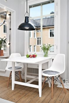 Nordic Days is a website with Scandinavian interiors where you learn everything about Scandinavian design and the latest home interior trends. Scandinavian Interior Design, Scandinavian Home, Home Interior, Interior Decorating, Kitchen Queen, Open Plan Kitchen Living Room, Small Dining, Home And Deco, Simple House