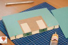 Этот мастер-класс я писала-снимала уже довольно давно. Но тут еще он не был опубликован — решила исправить это.В данном мастер-классе описана техника, схожая с классическим книжным переплетом. Для начала нам понадобится обычная офисная бумага. Можно сочетать цвета, вшивать разделители и т.п. Я использовала бумагу А4 формата 80 г/м2 ванильно-бежевого цвета и дизайнерскую цветную кальку 90 г/м2.