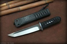Custom Tanto, Wakizashi and tactical knives James Williams cutting video Williams Blade design OZK Buck Knives, Cool Knives, Knives And Swords, Survival Weapons, Survival Knife, Survival Prepping, Survival Skills, Wilderness Survival, Dagger Knife