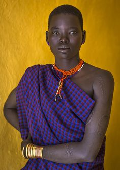 Bodi tribe beauty, Hana Mursi, Ethiopia by Eric Lafforgue.the women of Africa are incredible Losing Weight Tips, Best Weight Loss, How To Lose Weight Fast, Stubborn Belly Fat, Lose Belly Fat, Lose Fat, Madagascar Antananarivo, Afro, Stomach Muscles