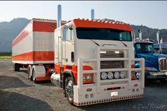 Coe Freightliner custom with matchin van