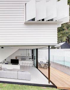 Harnessing The Best Views At Peekaboo House - The Design Files Architecture Awards, Residential Architecture, Duplex Design, House Design, Brisbane Architects, Australian Architecture, Queenslander, The Design Files, Tropical Houses
