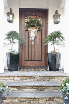 Beautiful Farmhouse Front Door Design and Decor Ideas Front Door Design, Front Door Colors, Front Door Decor, Wooden Front Doors, Entrance Design, Front Door Porch, Front Windows, Entryway Decor, House Entrance