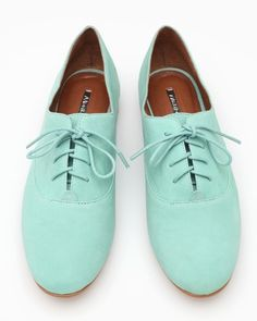 Mint shoes for the groom and groomsmen - see more at this Mint Wedding Pinterest board #mint #wedding