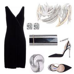 Outfit ideale per una serata particolarmente elegante e raffinata. L'abito sottolinea le forme del corpo con discrezione e rende la figura sensuale. Il tocco d'argento distribuito nei vari accessori illumina e smorza il nero dell'abito.