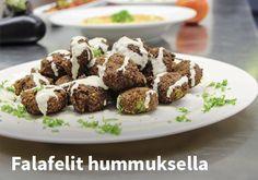 Falafelit hummuksella, Resepti: Baba foods #kauppahalli24 #resepti #falafelit #hummus #verkkoruokakauppa Falafel, Hummus, Almond, Food, Falafels, Almonds, Hoods, Meals