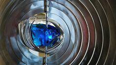 ついに先日がCERN(欧州原子核研究機構)が「ヒッグス粒子(Higgs Boson)」と思われる新たな亜原子粒子を発見したと発表。これはつま...