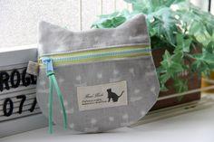 【レシピ】ねこの形のぺたんこポーチ H197-066 : うねうねごろごろ Powered by ライブドアブログ Pouch Bag, Handmade Bags, Fashion Bags, Diaper Bag, Diy And Crafts, Projects To Try, Lunch Box, Kawaii, Sewing