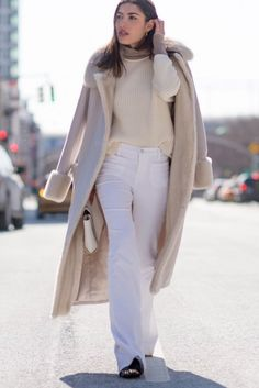 2016 outfit guid for women who like to wear white clothes.