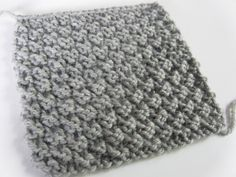 Easy knitting stitch: the waffle stitch knitting pattern If you're like me, you might like to make small samples to try new knitting stitches…. Ideal for a warm scarf or for making a blanket! Knitting Stiches, Arm Knitting, Knitting Patterns, Crochet Patterns, Knitting Ideas, Crochet Stitches, Moss Stitch, Beautiful Crochet, Diy Crochet