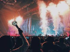 EXO + EXO-L is a family that will never die Lightstick Exo, Suho Exo, Park Chanyeol, Exo 2017, Exo Concert, Exo Official, Ocean Wallpaper, Exo Members, Kpop Aesthetic