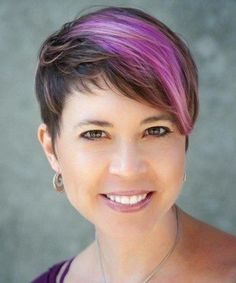 15+ Irresistible Short Pixie Hairstyles for Women With Round Faces