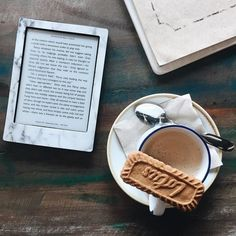 E-Reader Trends and Statistics for 2018 Books To Read, My Books, Kindle Oasis, Book Instagram, Coffee Pictures, Coffee And Books, Book Aesthetic, My Escape, Book Photography