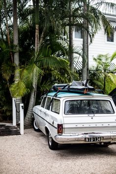 classic holden station wagon with surfboards on top - Atlantic Byron Australian Cars, Australian People, Australian Vintage, Holden Australia, Vintage Surf, Retro Surf, Vintage Travel, Surf Shack, Biarritz