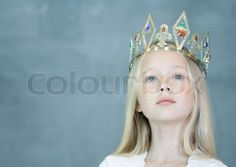 1506902-994168-matthieu-spohn-altopress-maxppp-girl-wearing-crown.jpg (480×340)