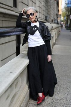 Icon, Street (Advanced Style) Accidental Icon, StreetAccidental Tourist Accidental Tourist may refer to: Mature Fashion, Older Women Fashion, Over 50 Womens Fashion, Fashion Over 50, Cheap Fashion, Mode Ab 50, Accidental Icon, Mode Plus, 50 And Fabulous