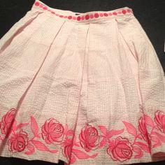 Vineyard vines Kentucky derby skirt Pink seersucker plated skirt with pink embroidered hot pink flowers. Vineyard Vines Skirts
