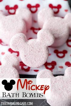 These Mickey Mouse Bath Bombs are the perfect way to relax, unwind and think about your next trip to Walt Disney World. Disney Diy, Disney Crafts, Disney Cruise, Diy Hanging Shelves, Floating Shelves Diy, Mason Jar Crafts, Mason Jar Diy, Bath Bomb Recipes, Mason Jar Lighting