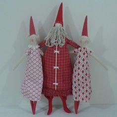 Papai Noel e Tildas confeccionada em tecido 100% algodão. <br>Preço individual de cada boneco. <br>Papai Noel 55 cm e tildas 48 cm de altura