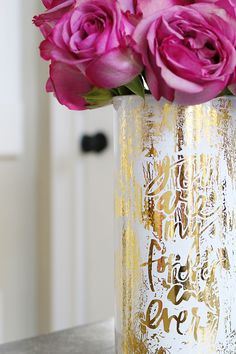 Valentines day is on its way and you can make one of these Gold Foiled Verbiage Vases for holding your beautiful blooms. These are all very budget friendly and @bowerpowerblog got all the glass vases for $1 each! http://www.rustoleum.com/en/Rustoleum/product-catalog/consumer-brands/universal/universal-gloss-spray-paint
