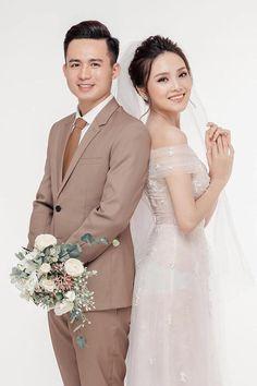 Korean Wedding Photography, Pre Wedding Poses, Bridesmaid Dresses, Wedding Dresses, Couple Shoot, Wedding Photoshoot, Photo Poses, Phan, Wedding Styles