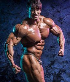 Fisicoculturista hacía 3 mil abdominales diarios para conseguir el cuerpo que deseaba. Y lo logró
