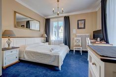 Built before the Second World War and set in Zakopane, 800 m from Krupówki, Willa Roztoka offers accommodation with free WiFi and flat-screen TV. Free Wifi, Poland, Flat Screen, Bed, Furniture, Home Decor, Flat Screen Display, Decoration Home, Room Decor